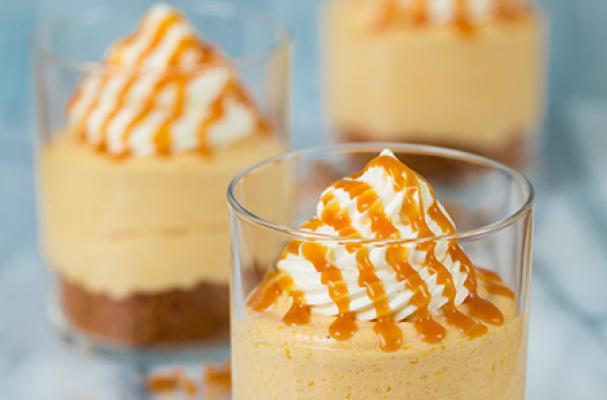 no bake pumpkin cheesecake with caramel sauce