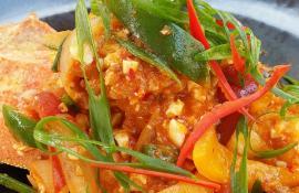 Wok Fried Lobster with Salted Egg and Crab Paste (Kang Phad Khai Khem Man Poo)